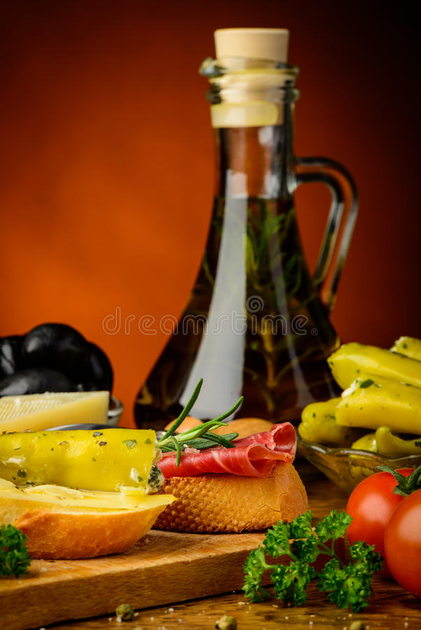 地中海快餐和橄榄油 库存图片