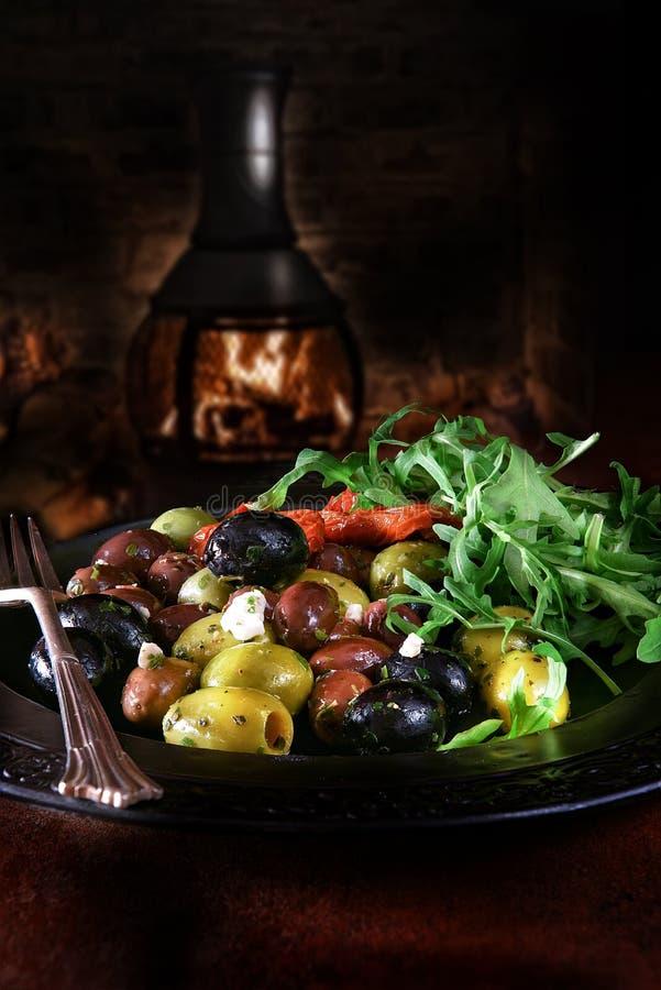 地中海橄榄色的沙拉 免版税图库摄影