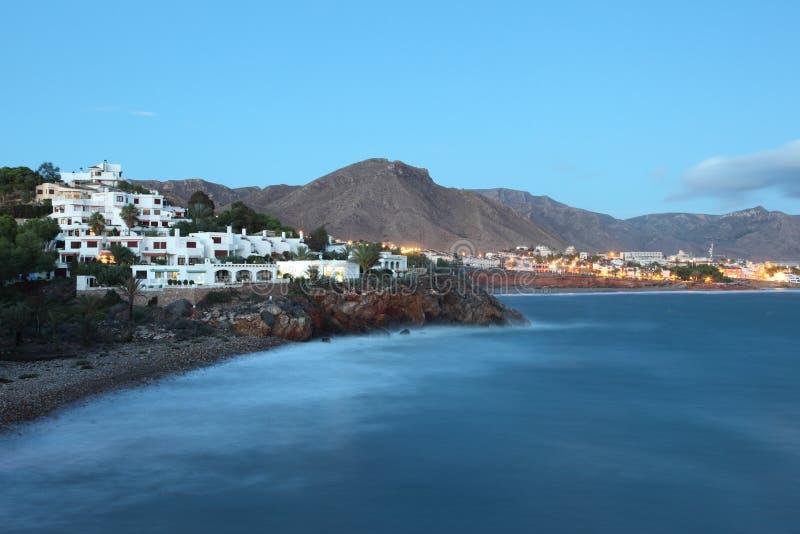 地中海海岸线在晚上 库存照片