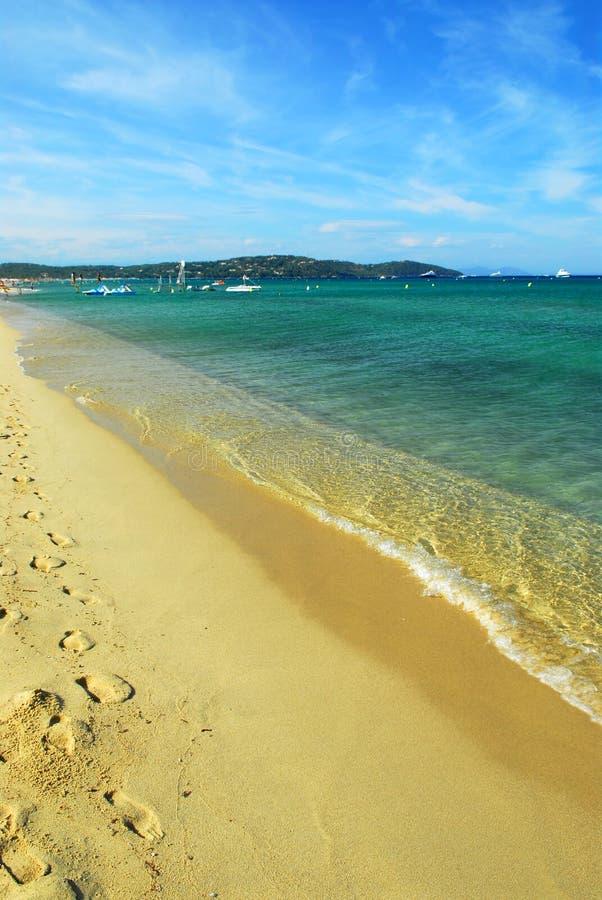 地中海的海滩 免版税图库摄影