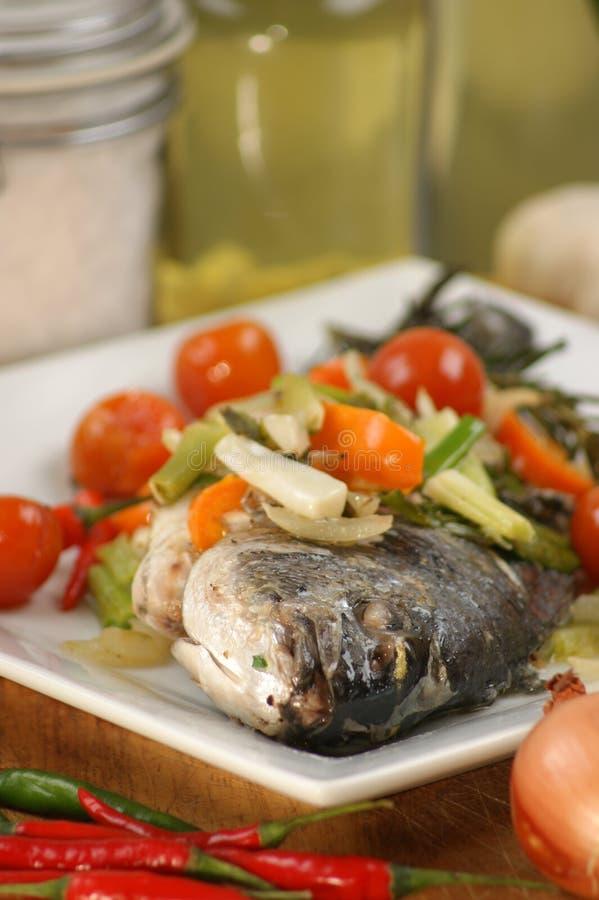 地中海的鲂看见蔬菜 免版税库存图片