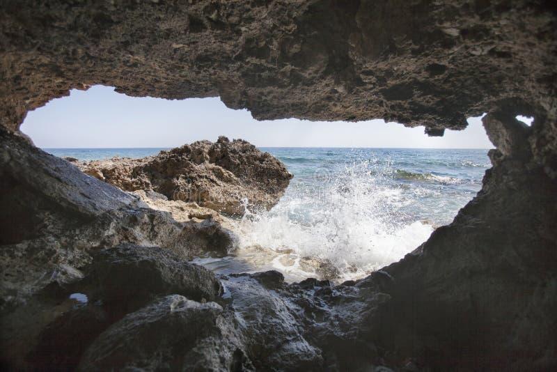 地中海风景 海洞 帕福斯,塞浦路斯 免版税库存照片