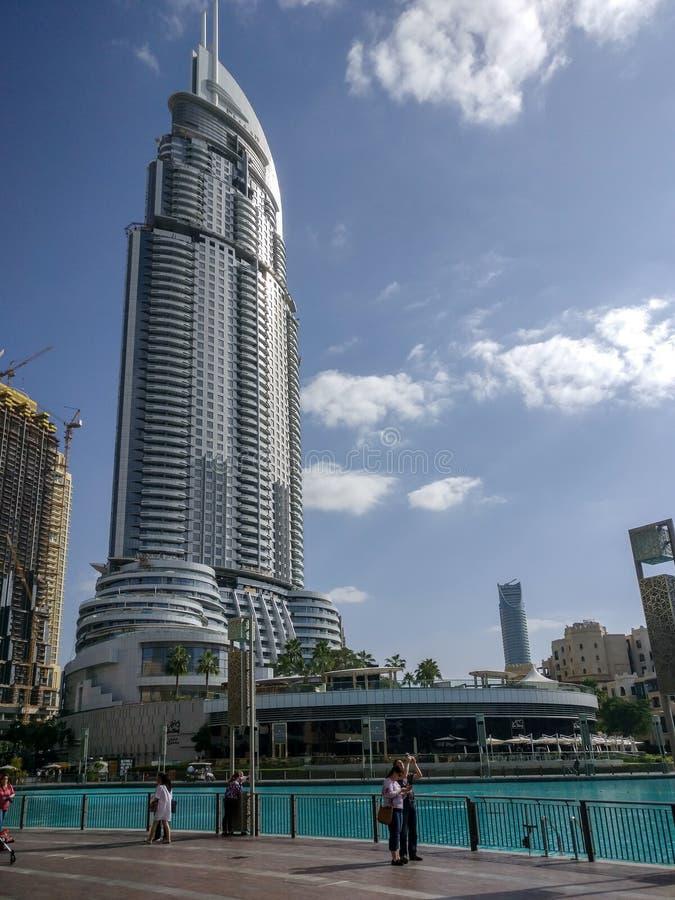 地址旅馆,一个著名地标的看法在迪拜购物中心旁边的街市迪拜 库存照片