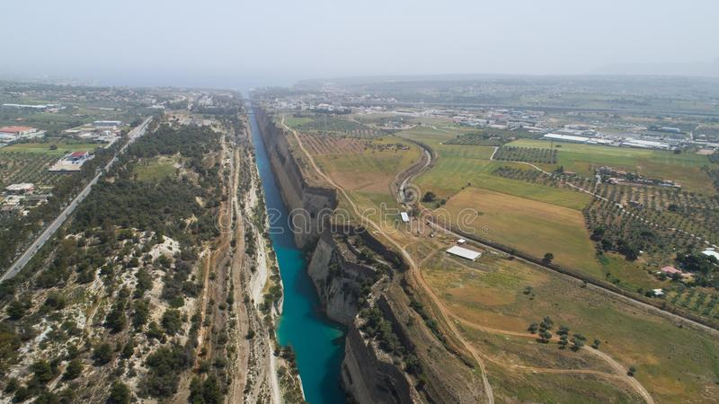 地峡,伯罗奔尼撒著名科林斯运河鸟瞰图  免版税库存图片