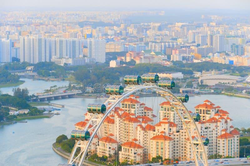 地平线新加坡运送轮子飞行物 免版税库存图片