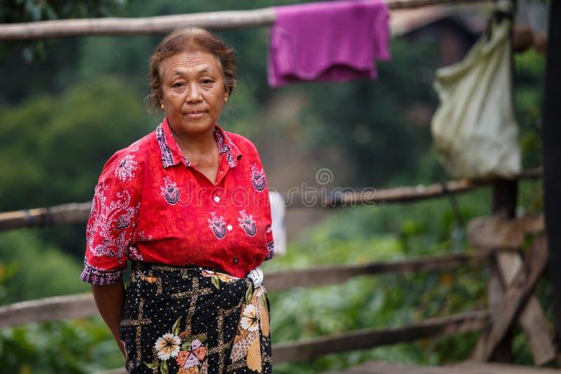 地方夫人在Tedim镇在钦邦,缅甸 免版税库存照片