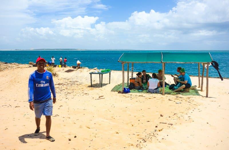 地方性游览人和指南在莫桑比克 免版税库存图片