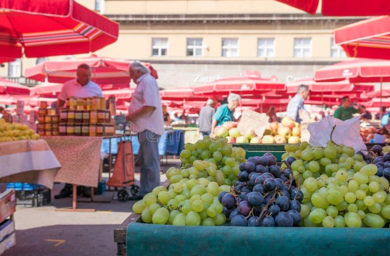 地方水果市场在街市萨格勒布 库存照片