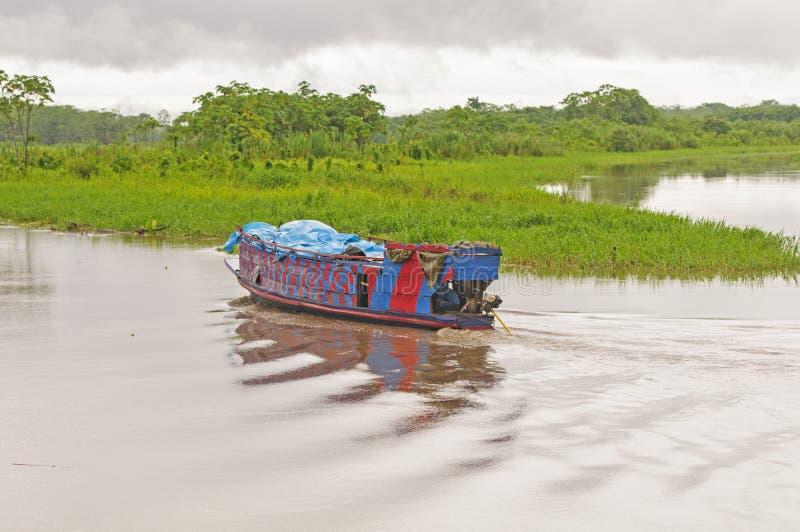地方渡轮在亚马孙河 库存照片
