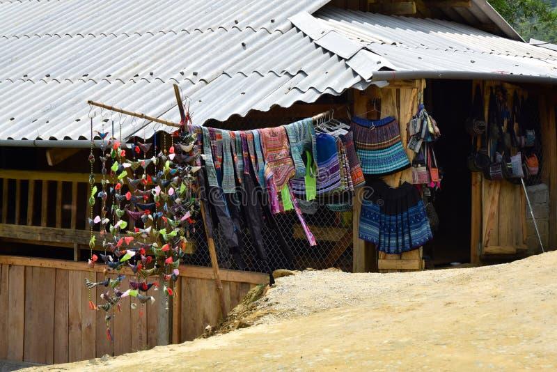 地方衣物和工艺品在Sapa 免版税库存照片