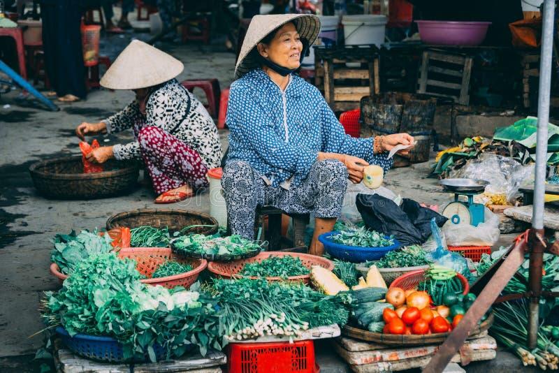 地方食品批发市场在会安市在越南 免版税库存图片