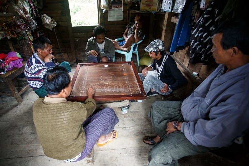 地方Carrom的比赛在钦邦,缅甸 库存照片