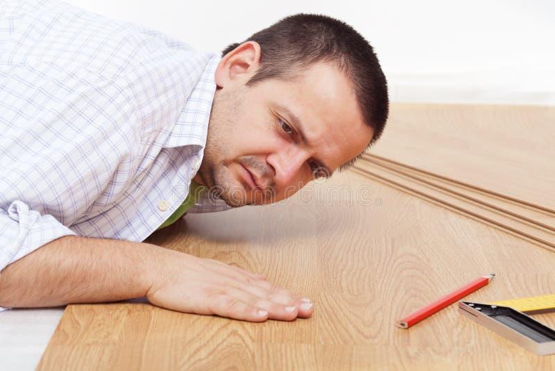 地板家层压制品放置 库存照片