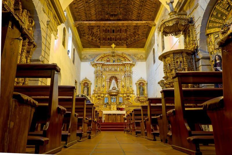 从地板射击的里面圣地亚哥教会 免版税库存照片