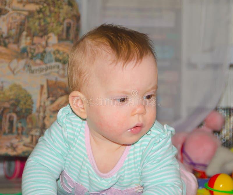 地板特写镜头的婴孩 库存照片