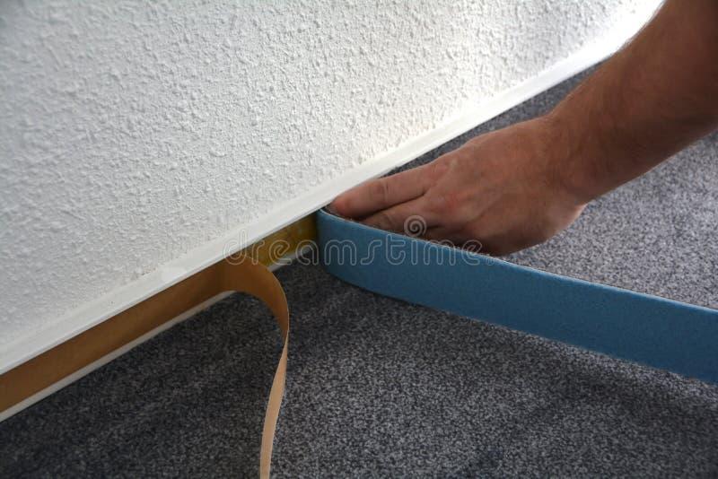 地板钳工在工作 免版税库存照片