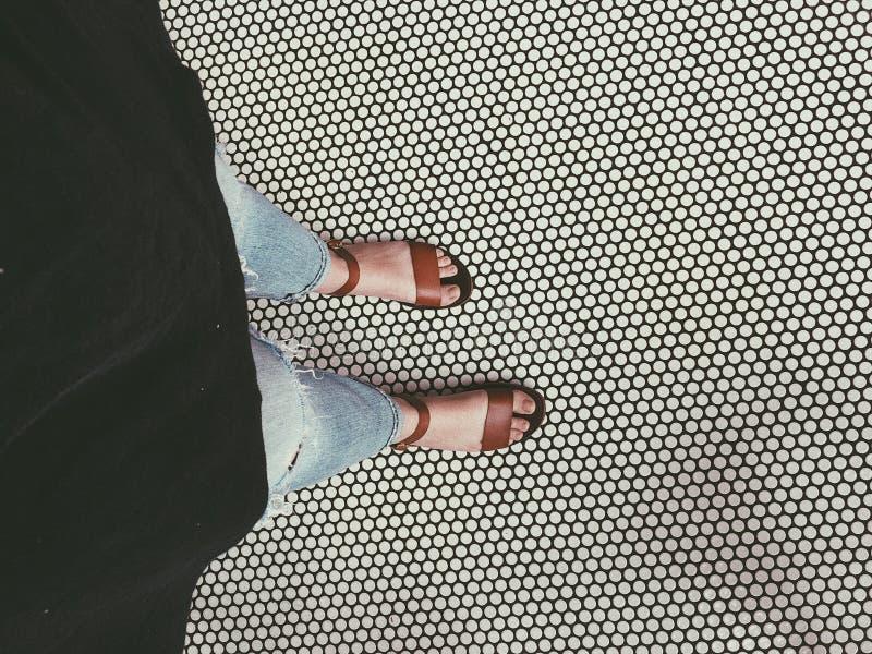地板&凉鞋 免版税库存图片