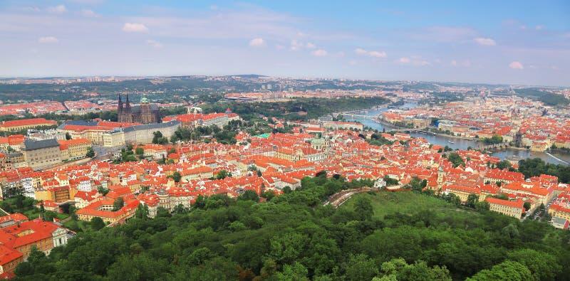 地标全景鸟瞰图在布拉格,捷克 免版税库存图片