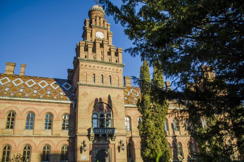 地标在切尔诺夫策,乌克兰,大学的东正教前城市居民住所 库存图片