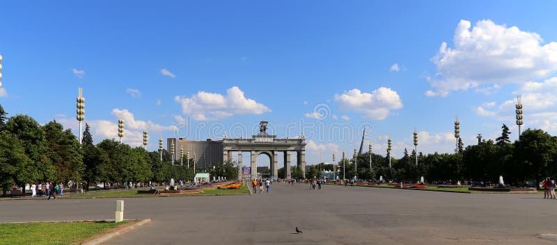 地标在VDNKh (全俄罗斯展览会疆土,也称全俄国会展中心)在莫斯科,俄罗斯 库存图片