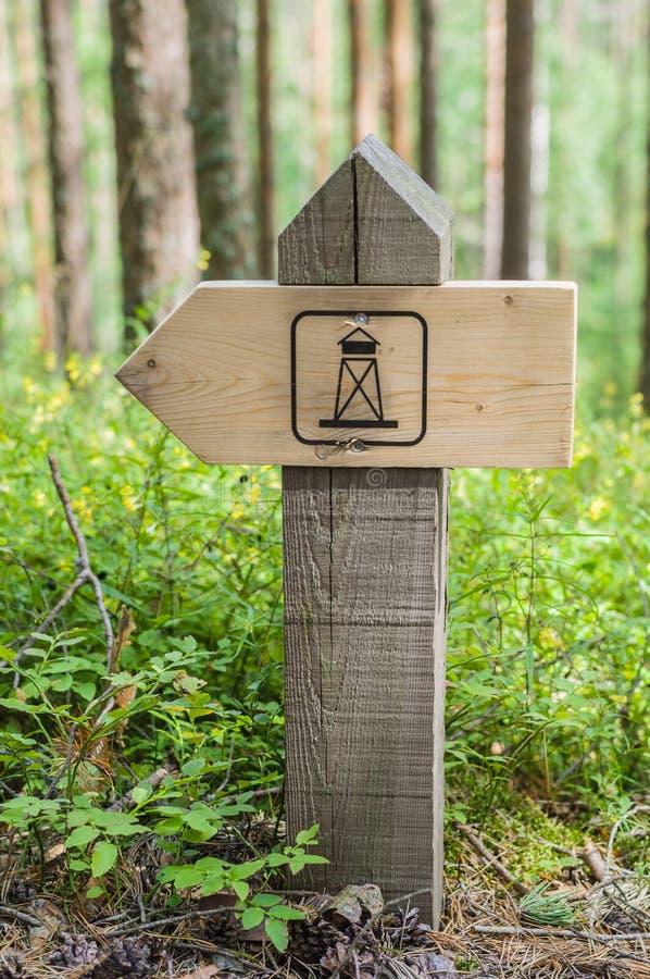 地标木供徒步旅行的小道路标  图库摄影