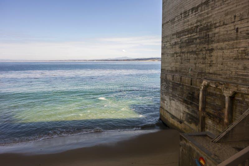 地标老大厦墙壁罐头工厂行江边街道蒙特里加利福尼亚 库存照片