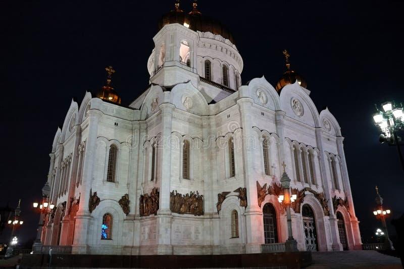 地标:基督大教堂的门面救主在莫斯科夜 免版税库存照片