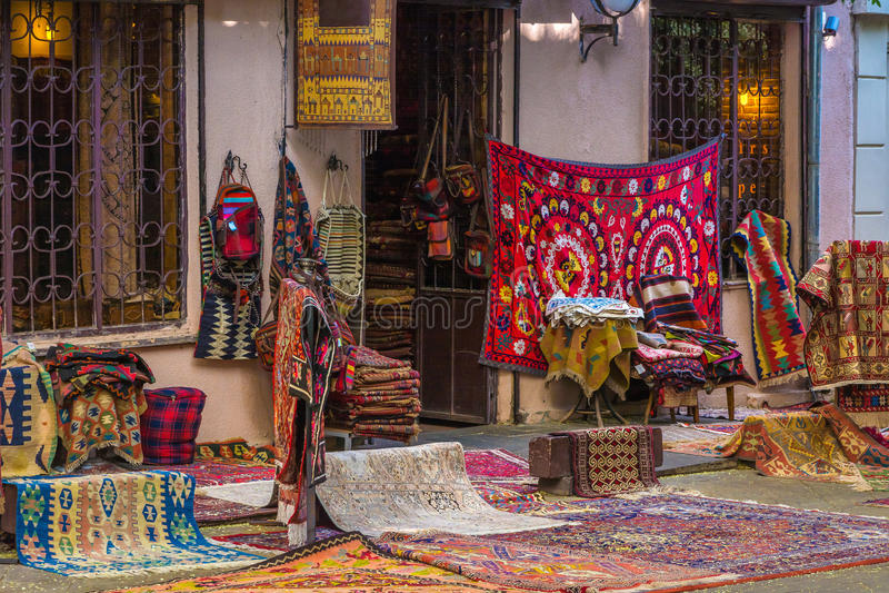 地毯商店 第比利斯老镇的建筑学  免版税库存照片