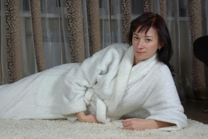 Download 地毯女性位于 库存照片. 图片 包括有 内部, 平静, 的合法化的, 方便, 全能, bathroomed - 22356204