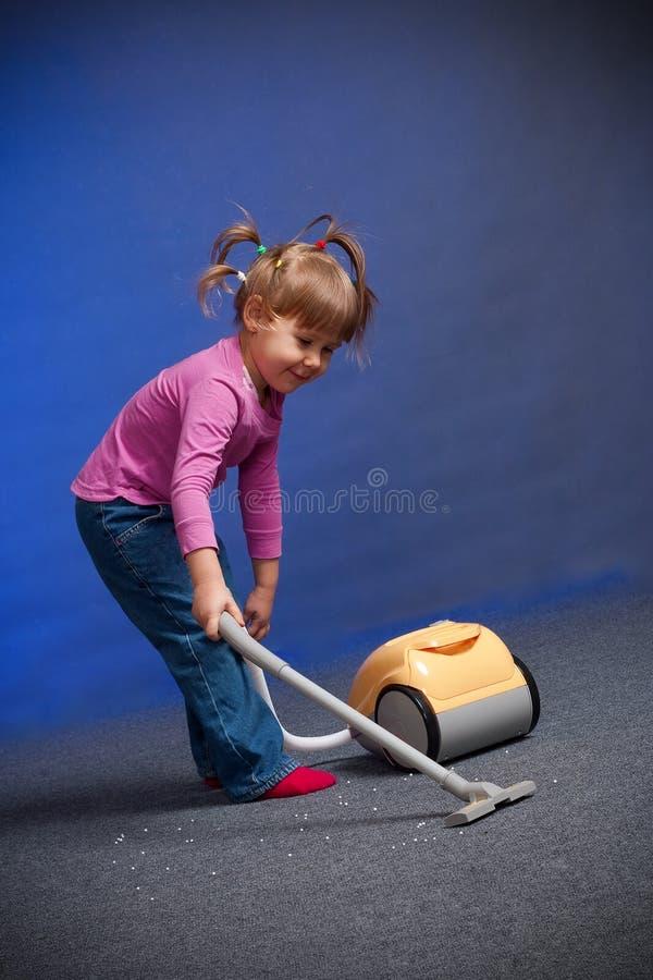 地毯清洁女孩 图库摄影