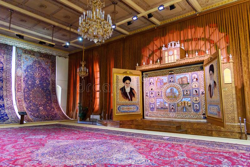 地毯的霍尔和地毯在自治市博物馆在Saat耸立,大不里士自治市宫殿 大不里士 伊朗 库存图片