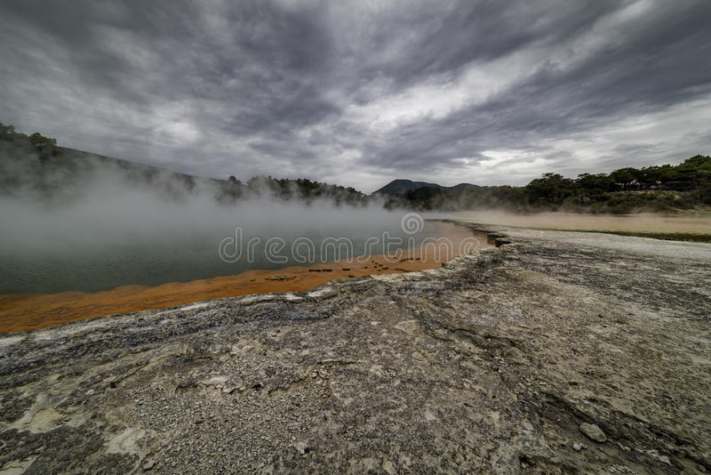 地热香槟池Waiotapu新西兰 免版税库存照片