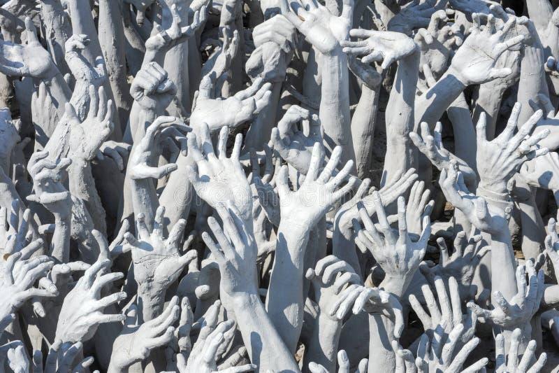 从地狱的手雕象在Wat清莱的荣Khun 免版税库存图片