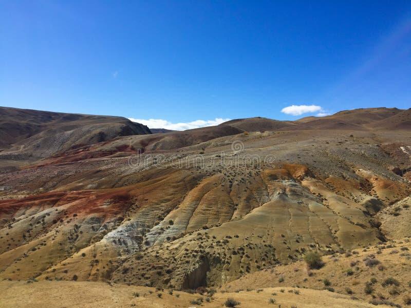 地球上的火星的风景 克孜勒奇恩角或阿尔泰火星红色岩石山 二者择一地 俄国 库存图片
