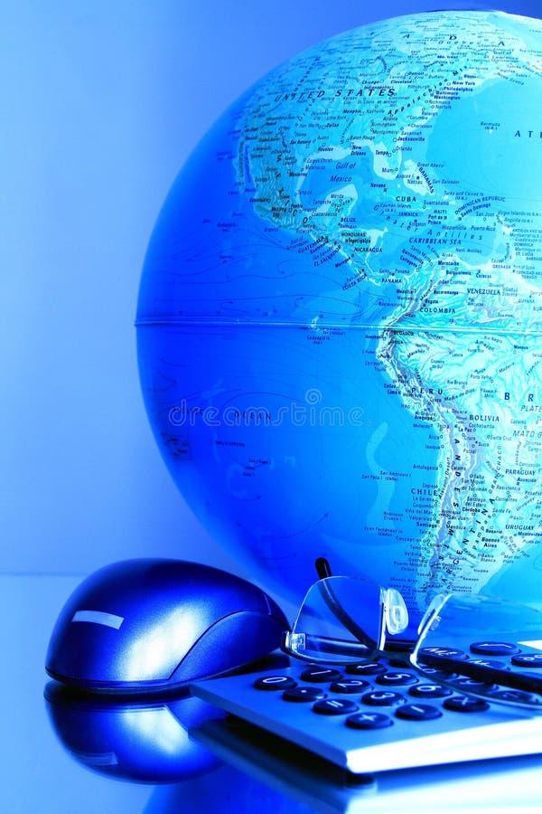 地球和计算器 免版税库存图片