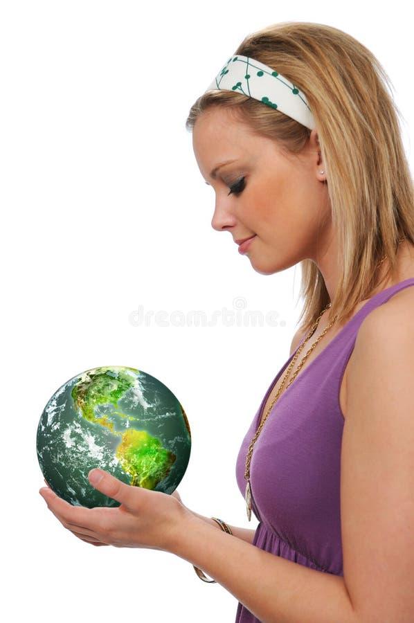 地球绿色藏品妇女年轻人 免版税图库摄影
