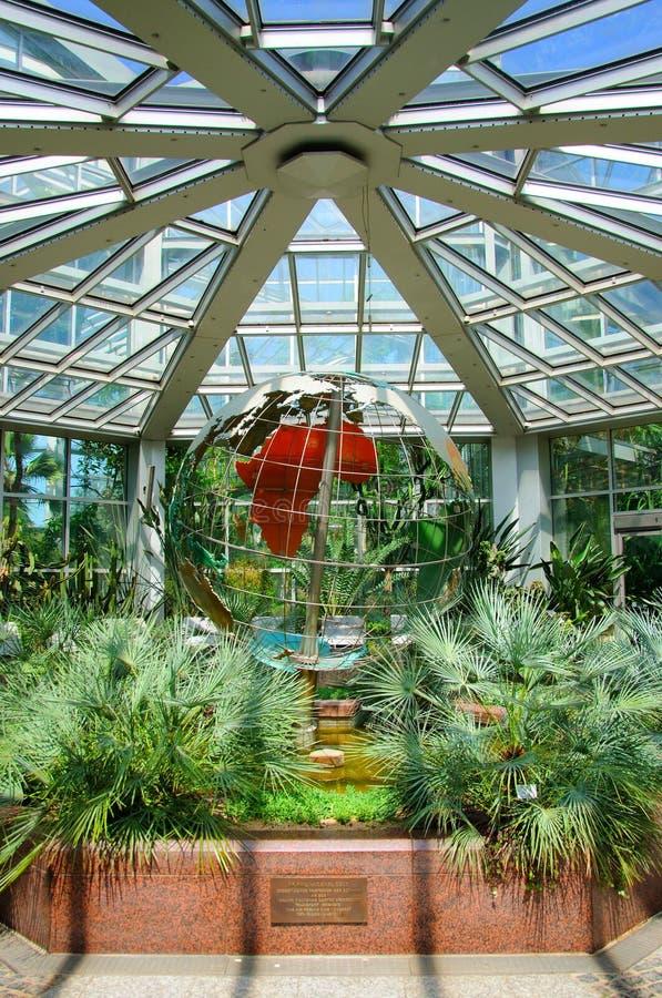 地球(行星maket)在Palmen Garten,法兰克福,赫斯 图库摄影