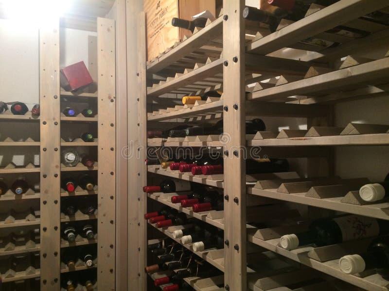地窖科涅克白兰地侧那里橡木喝酒 免版税库存图片