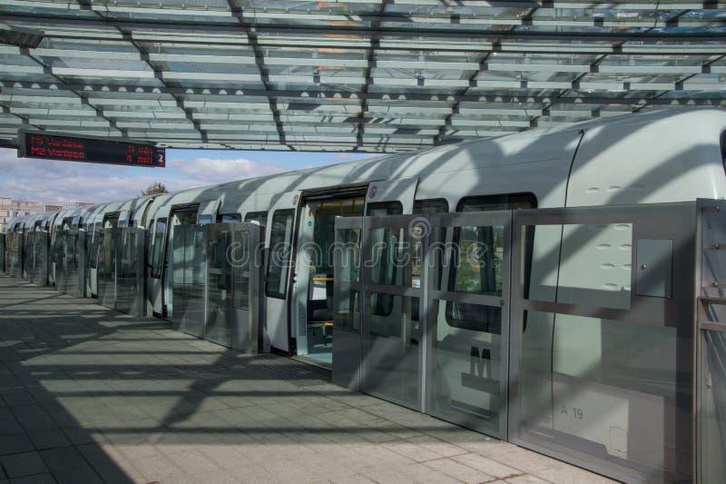 地铁火车准备好离开,哥本哈根,丹麦 免版税图库摄影
