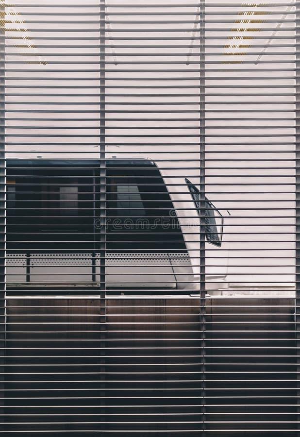 地铁火车在机场 免版税图库摄影