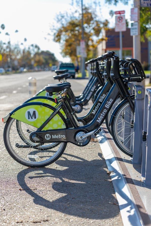 地铁自行车在停放站的份额e自行车 免版税库存照片