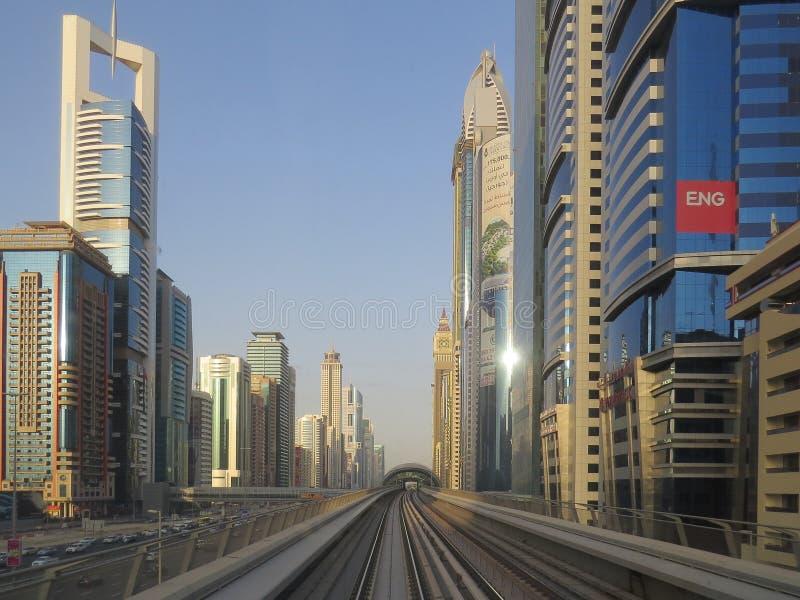 地铁路轨在迪拜 r 免版税图库摄影