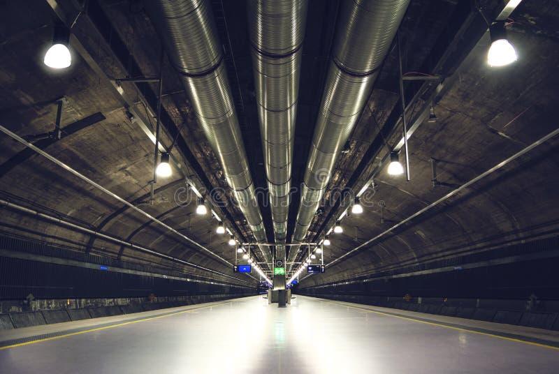地铁车站深刻的透视在奥斯陆 免版税库存图片