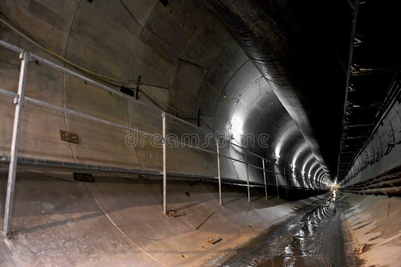 地铁隧道的建筑 免版税库存照片
