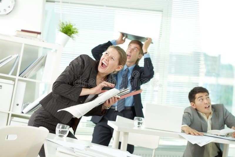 地震在办公室 免版税图库摄影