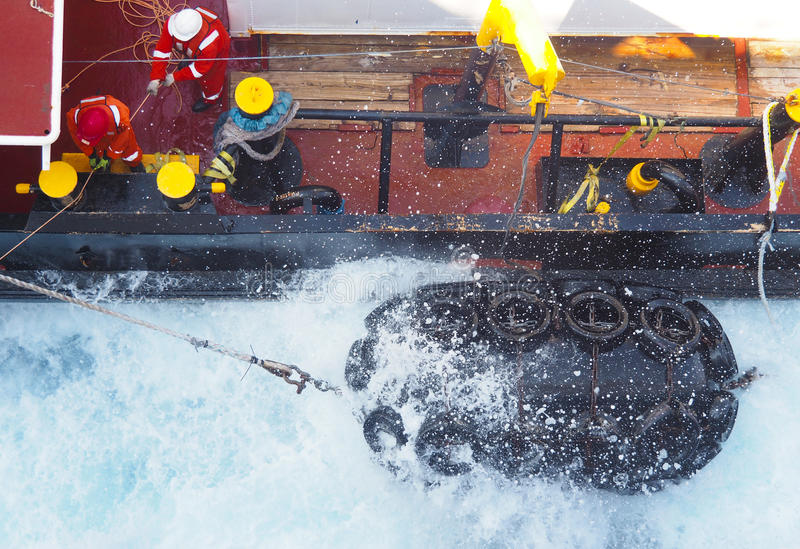 地震船或小船近海处在墨西哥湾,石油工业 免版税库存照片