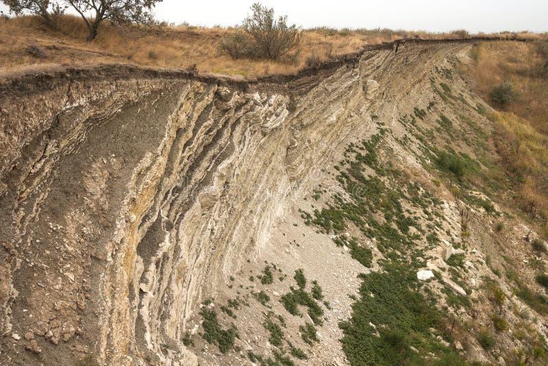 地面上形成的水成岩层数 在亚速号海的南部的海岸的露出 塔曼半岛,捷姆柳克 免版税图库摄影