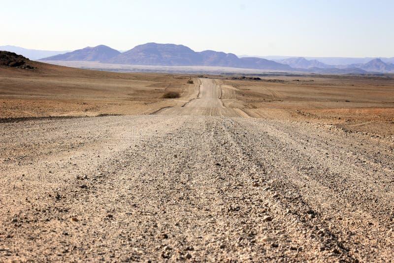 地面路通过沙漠 免版税图库摄影