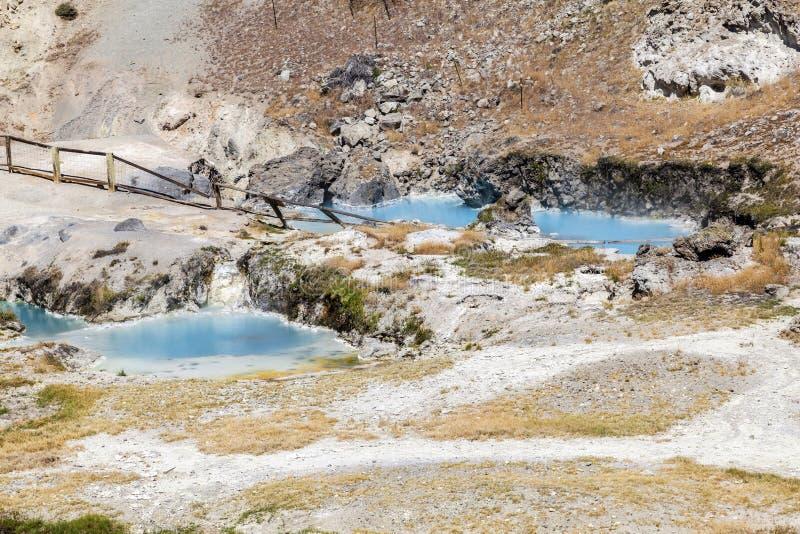 地质热的小河的温泉城 库存图片