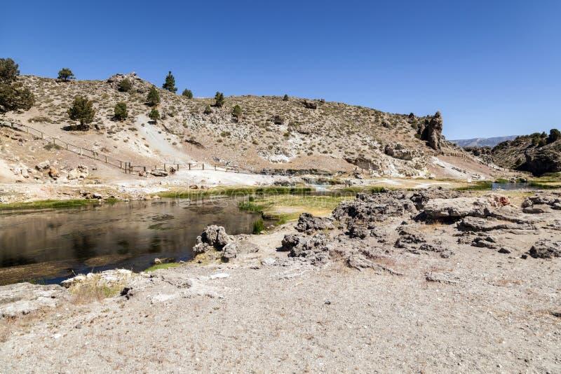 地质热的小河的温泉城 免版税库存图片